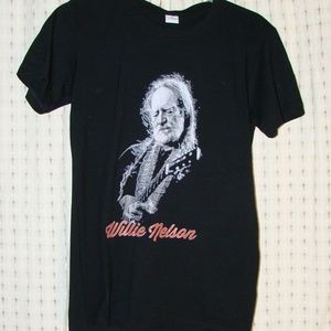 Tops - Willie Nelson T-shirt in Small